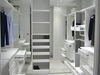 Closets de estilo moderno de AG arquitectura Gorris Moderno