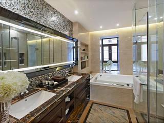 Hotel Bathroom in Foshan, China ShellShock Designs Hôtels asiatiques Tuiles Noir