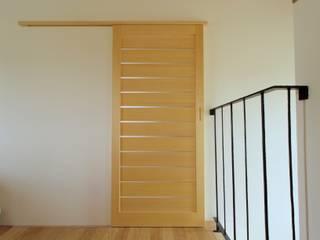 建具 オリジナルスタイルの 玄関&廊下&階段 の BELKA オリジナル
