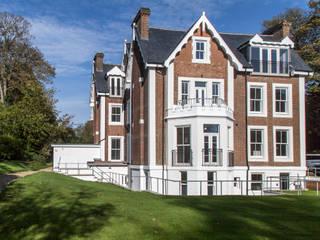 Calverley Park: modern Houses by Robyn Falck Interiors