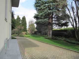 Nowoczesny ogród od Architetto Alberto Colella Nowoczesny