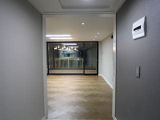 Modern Corridor, Hallway and Staircase by GM interior Modern