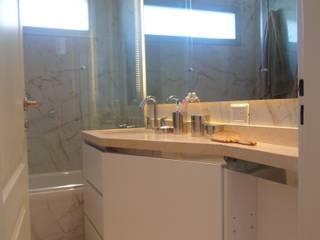 Baño Suite:  de estilo  por Estudio BASS Arquitectura,Moderno