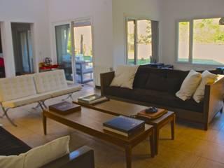 Salas de estilo moderno de HOME UP Moderno