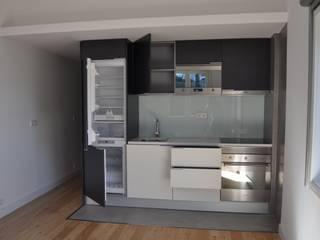 Remodelação apartamento Travessa da Conceição à Glória n.º 7 Cozinhas modernas por Pedro Ferro Alpalhão Arquitecto Moderno