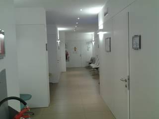 Clínicas y consultorios médicos de estilo moderno de masetto snc Moderno