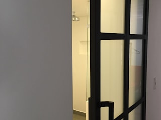 ReformaALT: Baños de estilo  por DeftoHomeStudio INC, Industrial