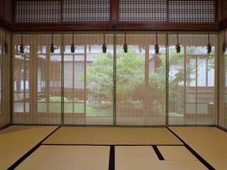 Living room by 株式会社鹿田産業  SHIKADA SANGYO INC.