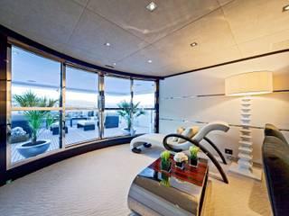 Yates y jets modernos: Ideas, imágenes y decoración de Luca Dini Design Moderno