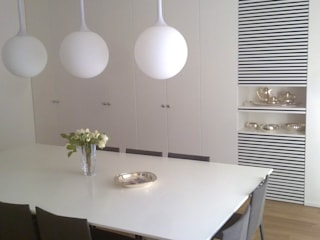 Progetti Sala da pranzo moderna di ELLEBI Le Falegnamerie snc Moderno