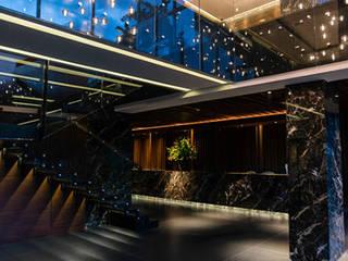 Modern Corridor, Hallway and Staircase by SAU Arquitectos Modern