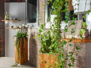 Pflanzsäule Möbelmanufaktur GreenHaus Raumbegrünung Holz Braun