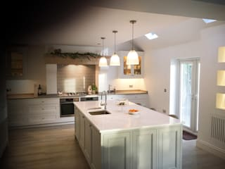 The Meadow Kitchen Country style kitchen by NAKED Kitchens Country