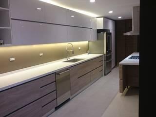 P273_AJC15: Cocinas de estilo  por Más Lados Arquitectura
