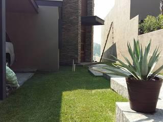 Casa Habitación, Bosque Real, Huixquilucan Estado de México Jardines modernos de L+arq Architecture Design Studio Moderno