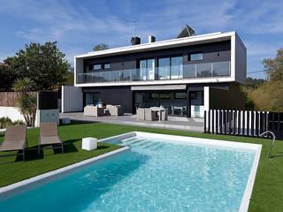 Modern Houses by CARPINTERIA DE ALUMINIO 'PERSIANAS TERUEL' Modern