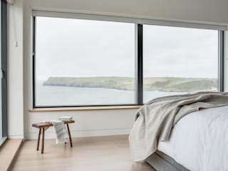 New Contemporary House, Polzeath, Cornwall Спальня в стиле модерн от Arco2 Architecture Ltd Модерн