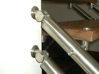 Escalera metálica de German Blanco Arquitectos Moderno
