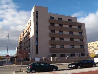 PROYECTOS RESIDENCIALES Casas de estilo moderno de FERNANDEZ-MIRALLES ARQUITECTOS Moderno