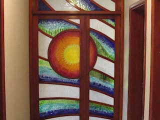 Puerta-Mural Sol:  de estilo  por Indigo Glass Art
