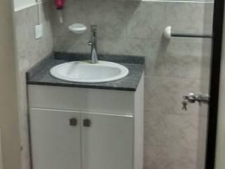 Trabajo de carpintería: Baños de estilo  por Diseño y Carpinteria Transfomic, C.A.