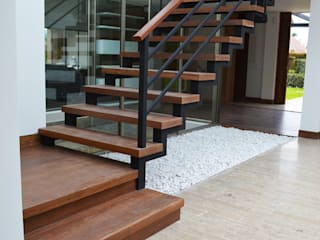SINC Modern Corridor, Hallway and Staircase Wood effect