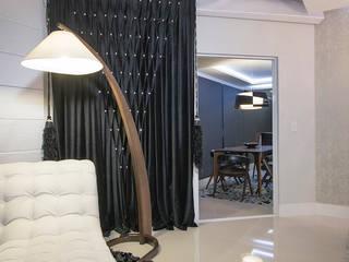 Classic style living room by Ronald T. Pimentel Fotografia Classic