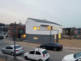 Casas de estilo moderno de IDÉEAA _ 이데아키텍츠 Moderno