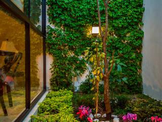 [Casa SD]: Jardines de estilo  por Wowa