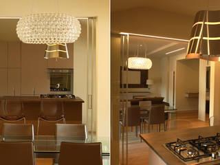 Residenza Privata a Bologna: Soggiorno in stile in stile Moderno di moltefacce srl