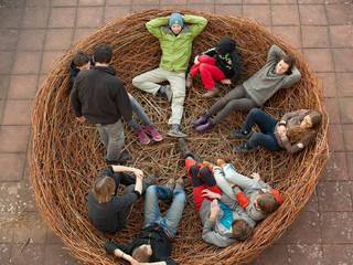 Nid contemplatif: Centre d'expositions de style  par Wood Basketry Workshop