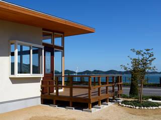 玉野海辺の別荘: 青木建築設計事務所が手掛けた家です。,