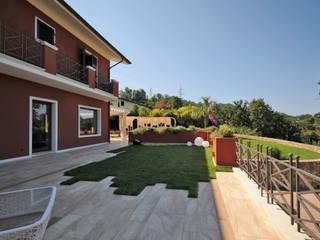 Residenza privata 2013 (MS) Italy GA-DeSIGN | gep studio di g. venuta & c. s.a.s. Balcone, Veranda & Terrazza in stile moderno Marmo