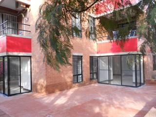 Balcones y terrazas de estilo moderno de ARQUITECTONI-K Diseño + Construcción SAS Moderno