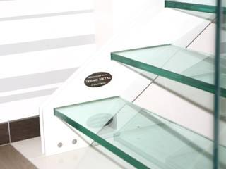 Pasillos, vestíbulos y escaleras modernos de Tecno Metal Professional Welding Moderno