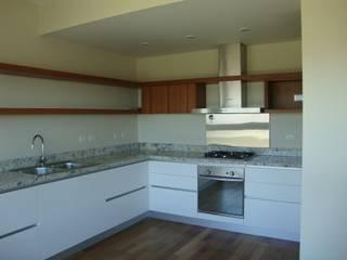 Hargain Oneto Arquitectas 現代廚房設計點子、靈感&圖片 木頭 White