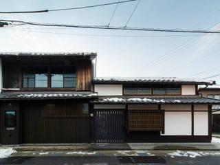 長浜の家・おばあちゃんの金物屋さんを住まいに改修: 大野アトリエが手掛けたカントリーです。,カントリー