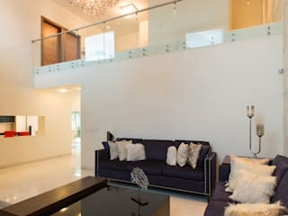 Modern Living Room by Grupo Arsciniest Modern Glass
