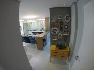 Pasillos y vestíbulos de estilo  por Mendonça Pinheiro Interiores