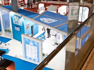 Stand de diseño minimalista: Ferias de estilo  de Ricard Mata Serveis Integrals S.L.