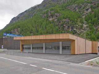 Locaux commerciaux & Magasin modernes par dreipunkt ag Moderne