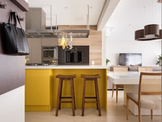 Kitchen by Stefani Arquitetura,