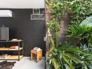 Locales gastronómicos de estilo  de Ateliê 7 arquitetura e design integrados
