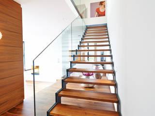 Pasillos y vestíbulos de estilo  por ZHAC / Zweering Helmus Architektur+Consulting