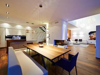 Modern dining room by ZHAC / Zweering Helmus Architektur+Consulting Modern