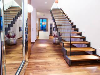 Corredores e halls de entrada  por ZHAC / Zweering Helmus Architektur+Consulting