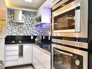 Graça Brenner Arquitetura e Interiores Cuisine moderne Métal Métallisé / Argent