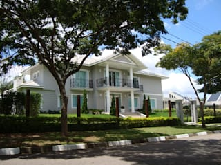 Residência Rosário de Fátima: Casas ecléticas por Bia Maia & Guta Carvalho Arquitetura, Design e Paisagismo