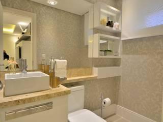 Graça Brenner Arquitetura e Interiores Classic style bathroom MDF White