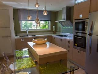 Apartamento B24: Cocinas de estilo moderno por TRIBU ESTUDIO CREATIVO